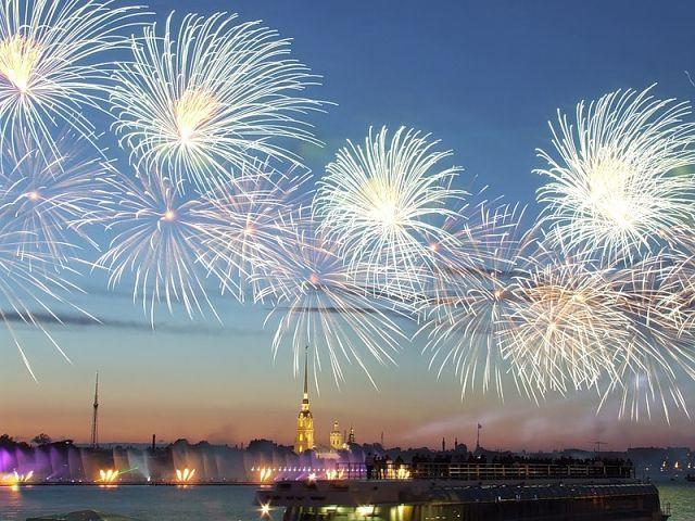 салют 9 мая Петербург
