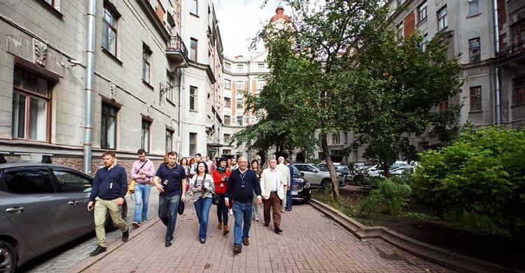 Петроградская сторона с Львом Лурье