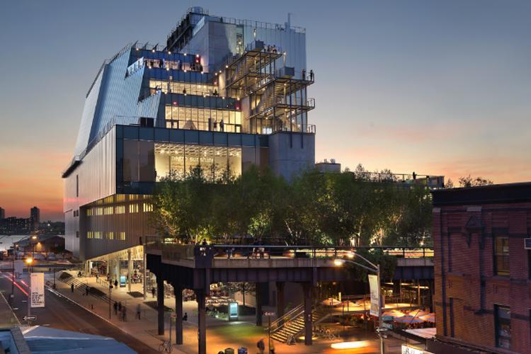 Музей Американского искусства Уитни. Вид с Гансвурт-стрит. Фото Эда Ледэрмана, 2015