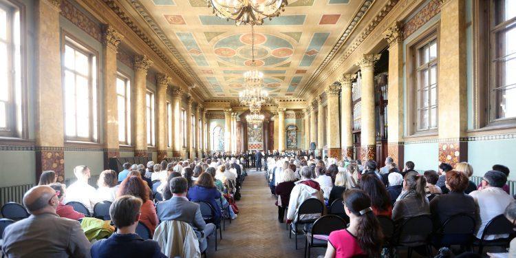 Концерт хора Ниццы в здании бывшей Англиканской церкви
