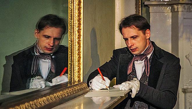 Денис Волков в спектакле «Маскарад»