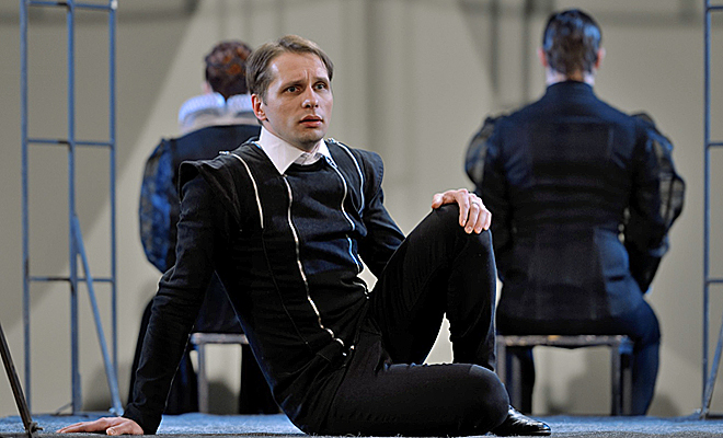 Гамлет пришел на помощь Денису Волкову
