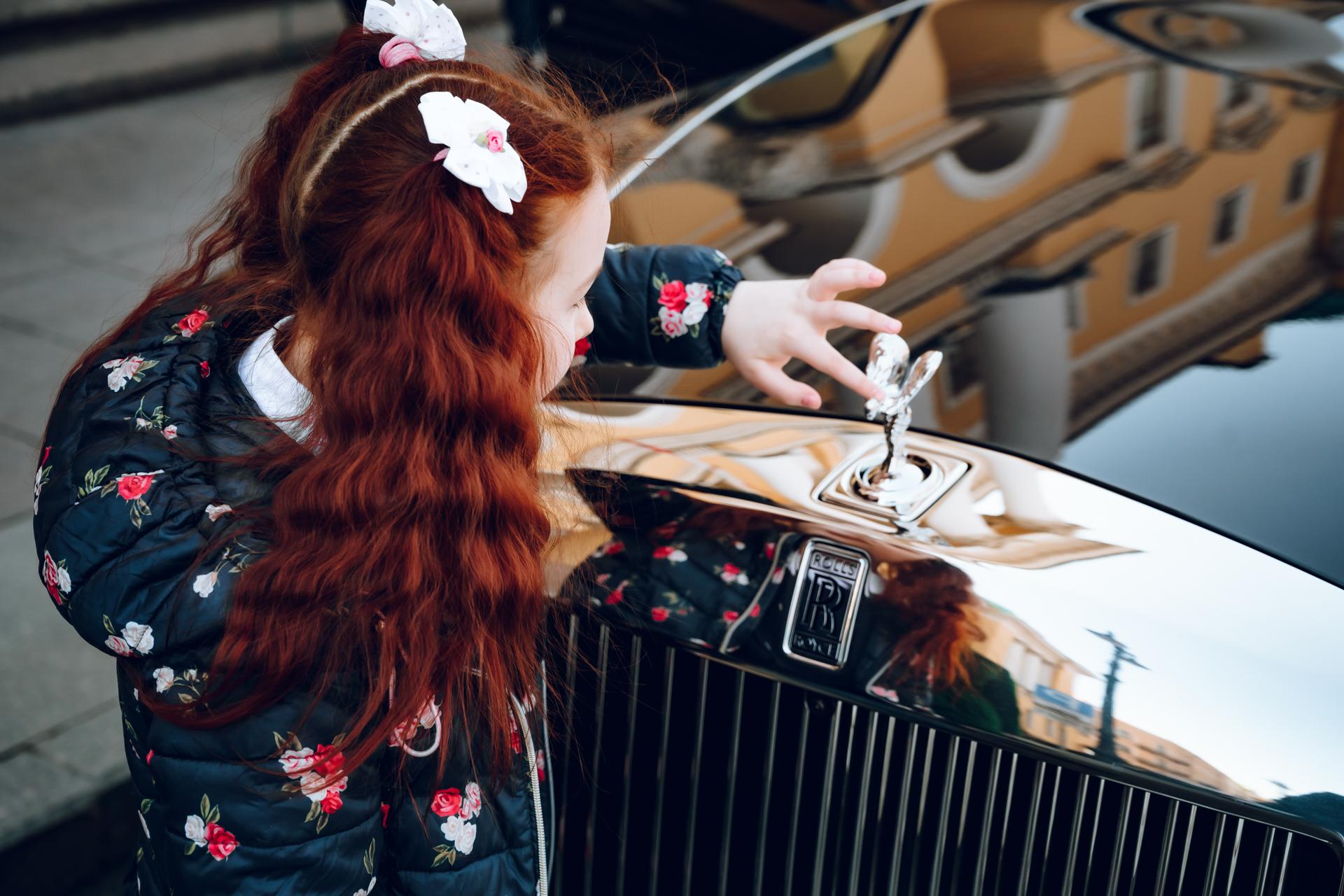 Rolls-Royce семилетней Алисы всех обогнал