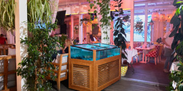 Ресторан с видом на залив Sunday
