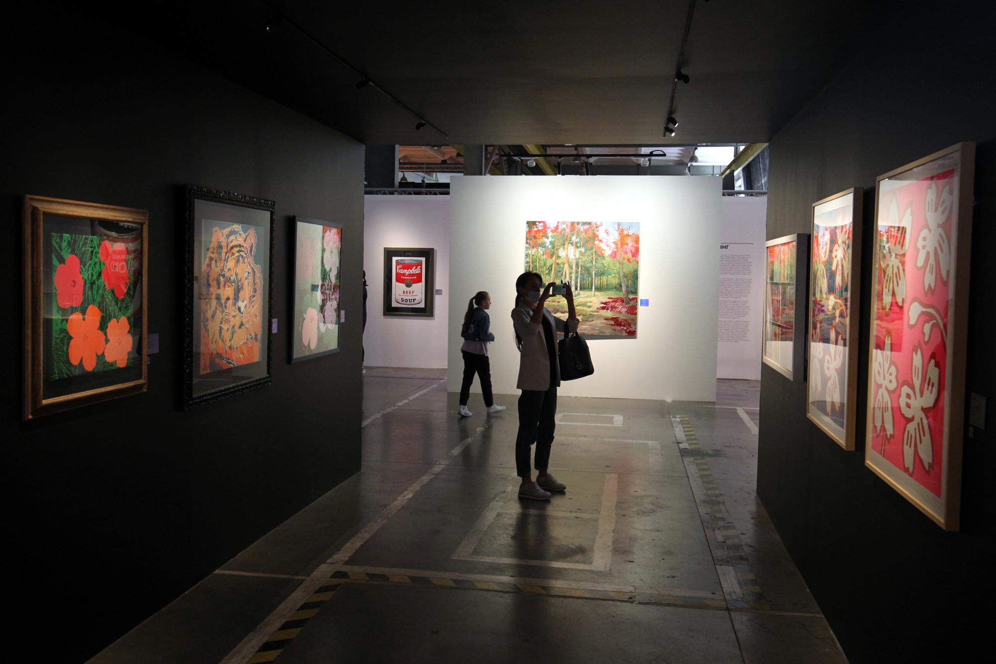 Увидеть картины Уорхола - Животные и Цветы - выставка в Петербурге Журнал НаНевском