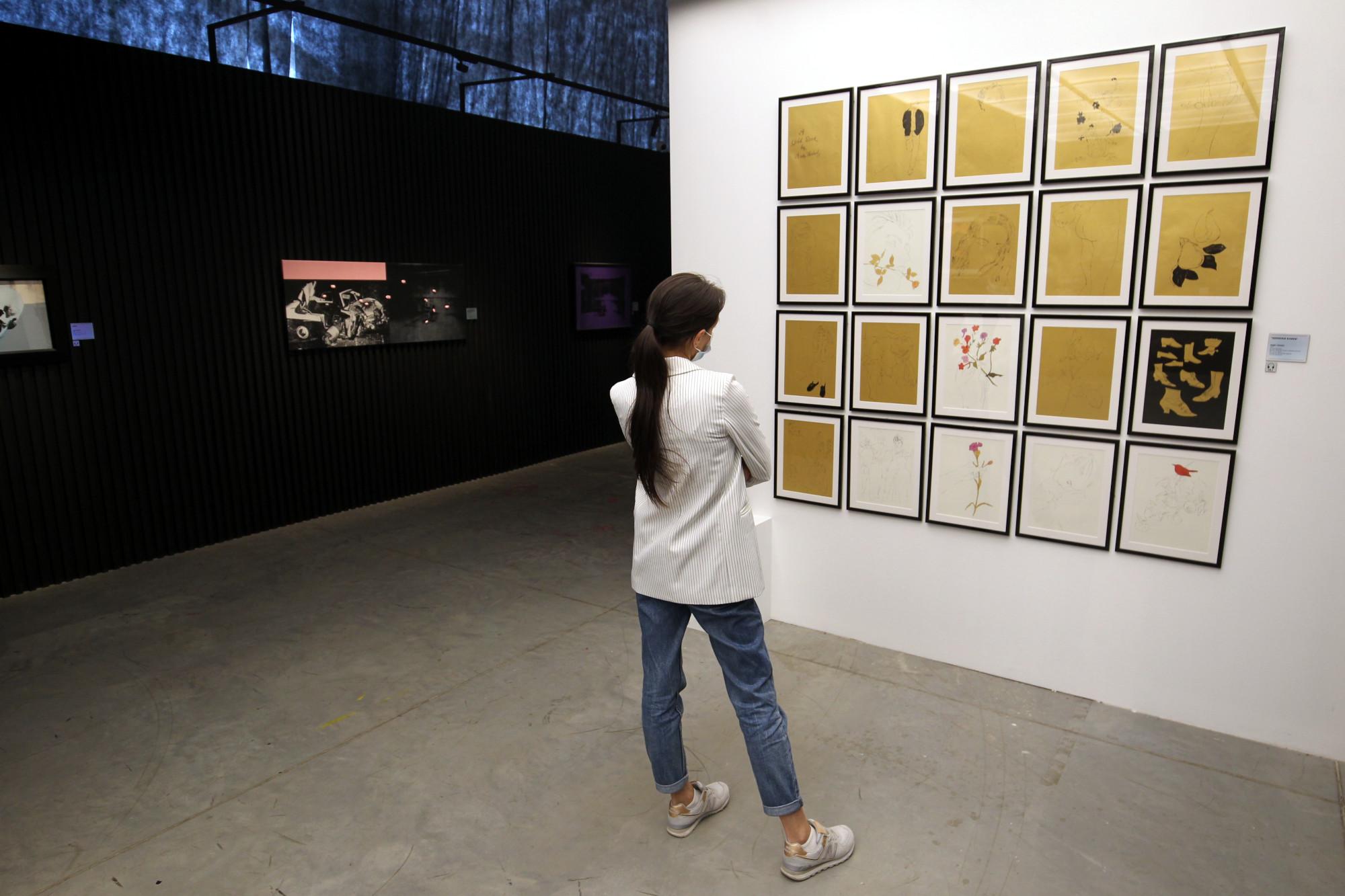 Выставка Энди Уорхола золотая книга выставка в Петербурге